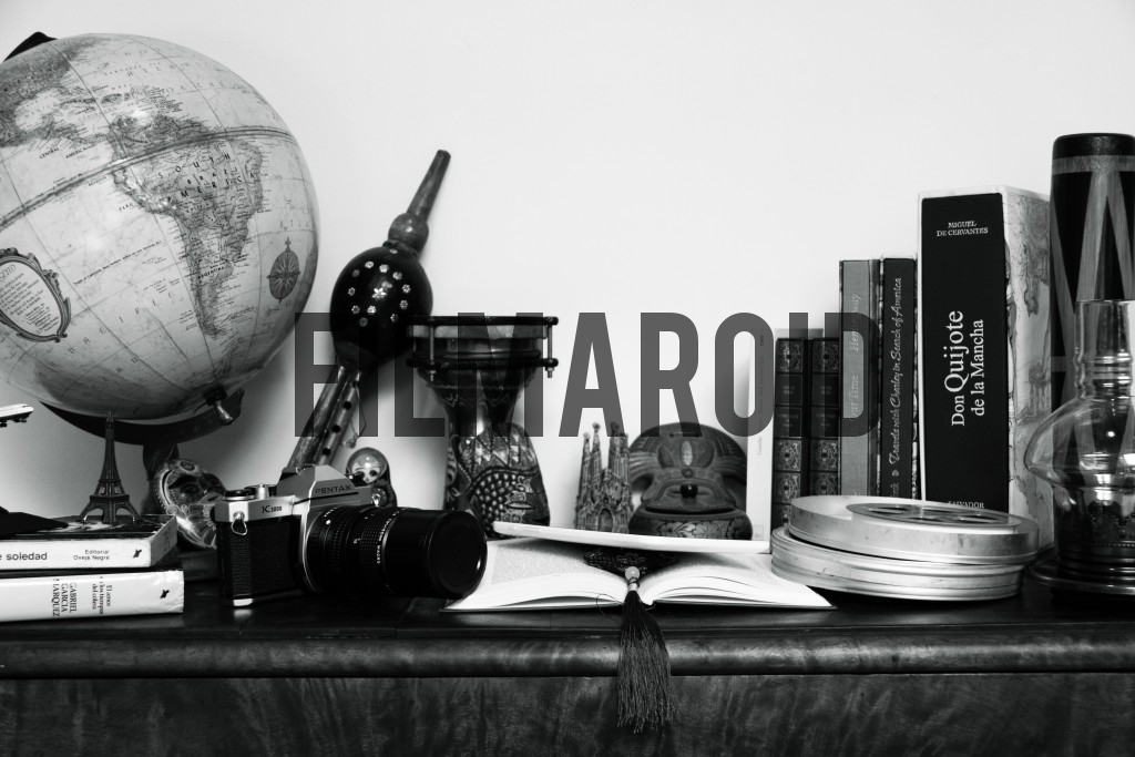 Table with different souvenirs from countries and travels around the world