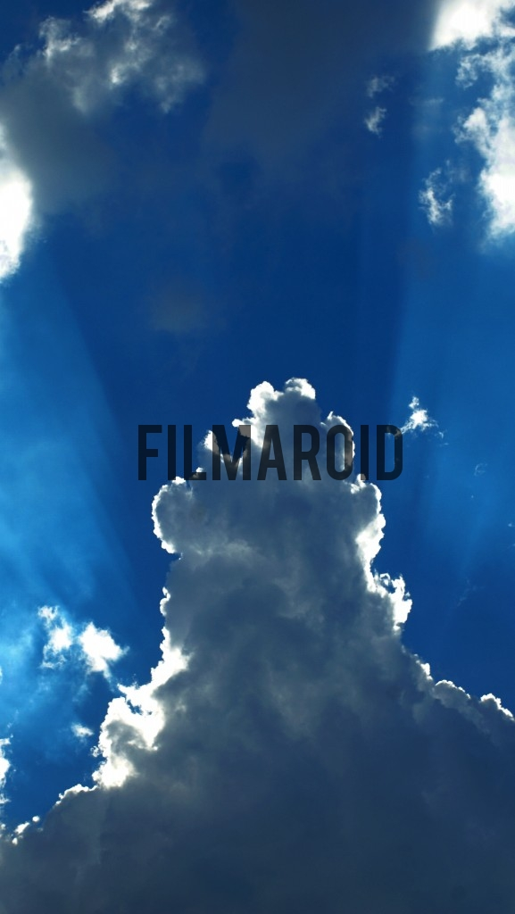 Blue sky with rays of light - Intense blue sky with large cloud and rays of light coming from the back